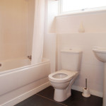 135 Shuna Street West End Glasgow G20 9QR Bathroom