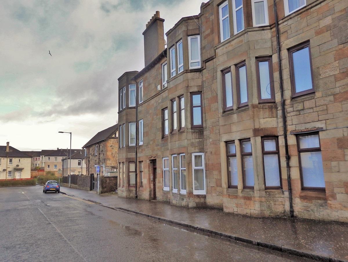 12 Eastwood Crescent Thornliebank Glasgow G46 8NS