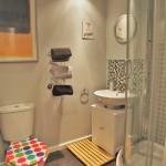181 Calder Street South Side Glasgow G42 7RE Bathroom