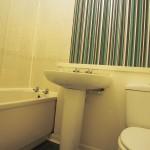 4 Forbes Drive East End Glasgow G40 2LF Bathroom