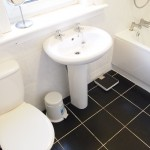 32 Harefield Drive Scotstoun Glasgow G14 9AW Bathroom
