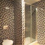 82 Barrland Street Glasgow Lanarkshire G41 1RJ Bathroom