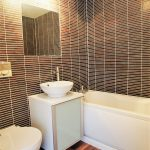 82 Barrland Street South Side Glasgow Lanarkshire G41 1AJ En Suite Bathroom