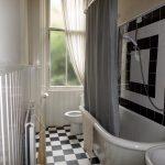 17 Cranworth Street Hillhead Glasgow G12 8BZ Bathroom
