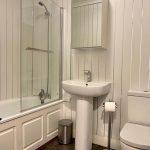 15 Temple Gardens Anniesland Glasgow G13 1JJ Bathroom
